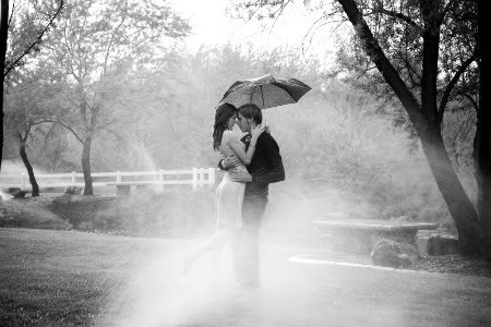 romantic-couple-enjoying-rain-wallpaper